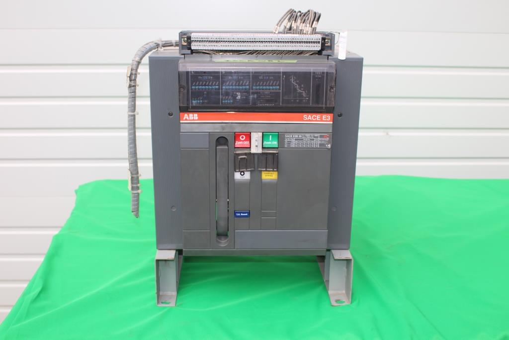 ABB 2000 Amp Insulated Case Circuit Breaker SACE E3S 20 Manual Operation Fixed 690 Volt  Used cleaned and tested. EOK