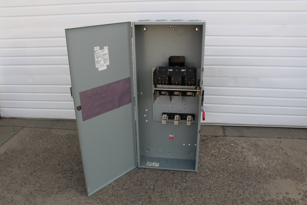 General Electric  400 Amp 3 Pole Fusible Safety Switch TH3365 600 Volt N-1 New Surplus